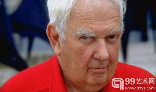 一位退休工表示自己持有9件亚历山大-卡尔德的活动雕塑,是他70年代在