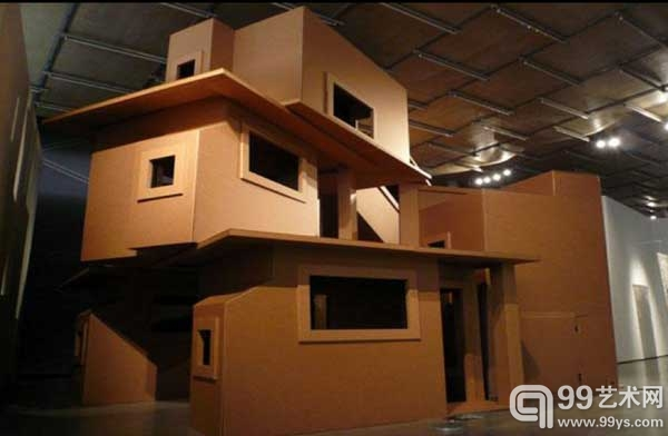 /enpproperty-->  木匠组合作品 《飞机》  木匠组合作品之纸版屋系列《邻里》  2011,法恩纳艺术中心首次装置展(埃内斯托内托作品) 古巴艺术家团体木匠(Los Carpinteros)将于5月在位于阿根廷首都布宜诺斯艾利斯的法恩纳艺术中心(Faena Arts Centre)展出3件大型装置作品。他们专门为艺术中心700平方英尺的米尔斯馆(Sala Molinos)展览区创作了新雕塑,并安放了2件早前的装置作品,一件是一架机身插满了箭的单桨飞机,另一件是完全由瓦楞纸板