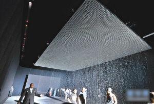 全球资讯_现代装置艺术雨屋亮相纽约_艺术中国