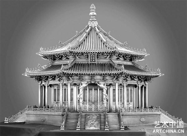 """石洪祥的名字第一次轰动中国雕塑界是在2006年12月14日,铜雕""""沈阳故宫"""