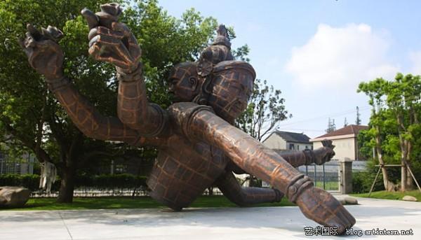 张洹的 三头六臂 佛像将在旧金山公园展出