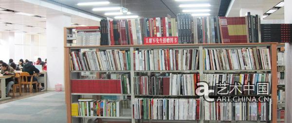 陈列于北师大珠海分校图书馆的吴耀军捐赠图书专柜之一-吴耀军简历