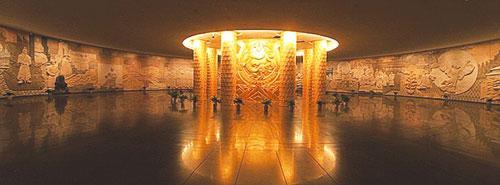 如为北京太庙《中华和钟》大型编钟礼器做美术总设计,负责北京中华