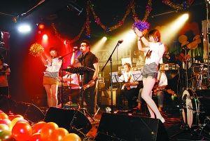 糖蒜小组恢复八十年代歌舞厅
