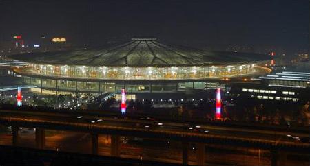 上海南站火车站_世界最大透光火车站上海南站灯光工程完工