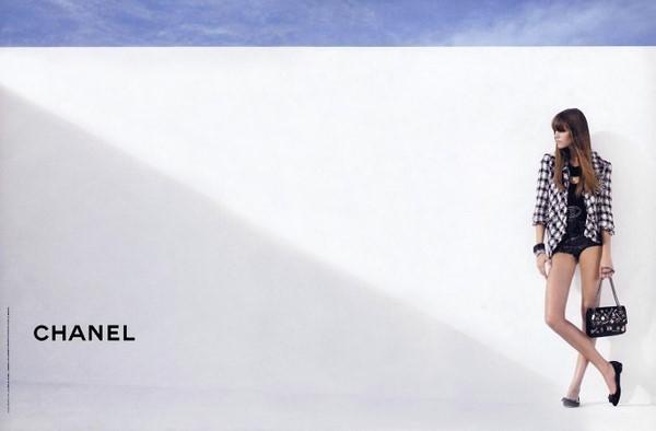 【品牌广告】梦幻香奈儿经典海报设计