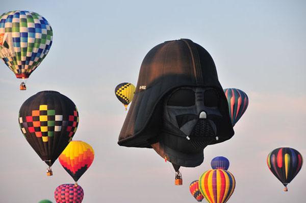 草地可爱卡通房子热气球海报设计