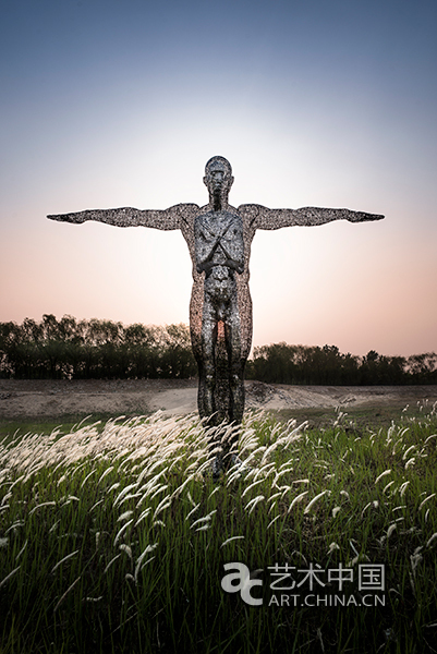 """都从""""现成品""""的角度体现着新一代雕塑与当下的密切关联,及对当下的"""