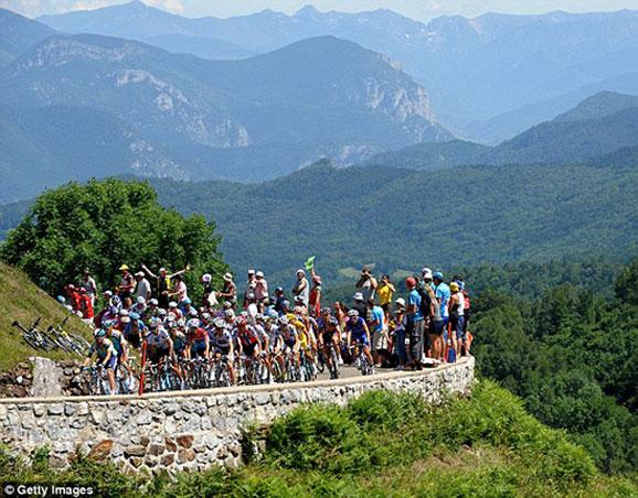 跟随环法自行车赛感受法国风光
