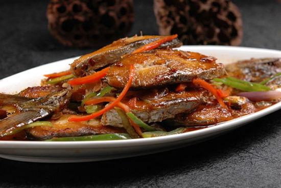 葫芦岛的风味小吃和美食有:兴城全羊宴和古城宴,虹螺岘干豆腐,绥中