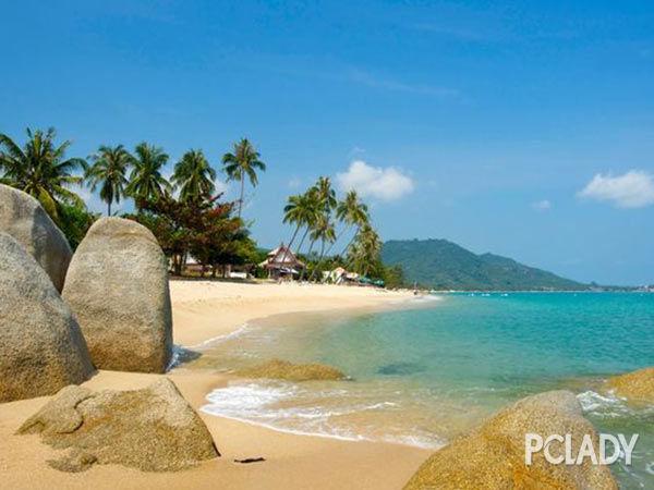 查汶海滩 查汶海滩是苏梅岛开发最完善的新月型海滩,旅游设施及夜生活