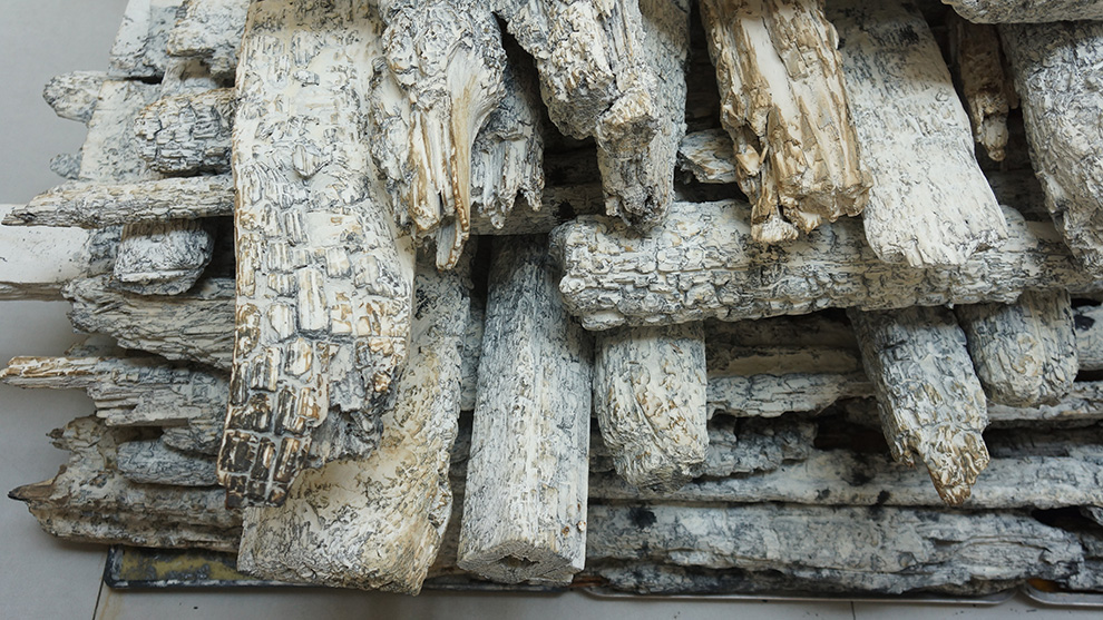 《粮仓》二-600x600x400cm--木材、矿物·植物·土质颜料--2018年.jpg