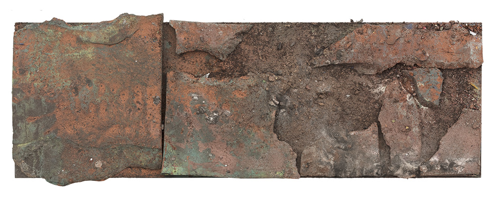 《国殇》一--支持体30x90cm--木质构造、陶土、矿物·植物·土质颜料、金银粉、金属渣--2014年-.jpg