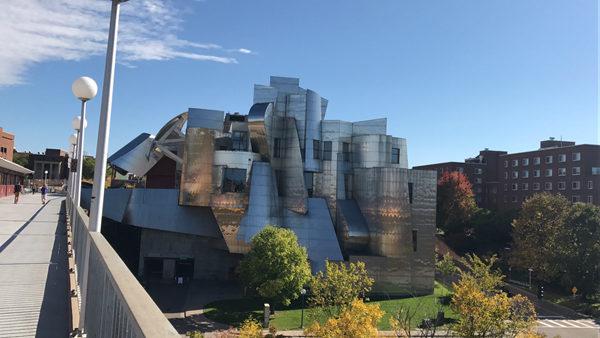 魏斯曼美术馆是由美国著名建筑师弗兰克·盖里设计建造
