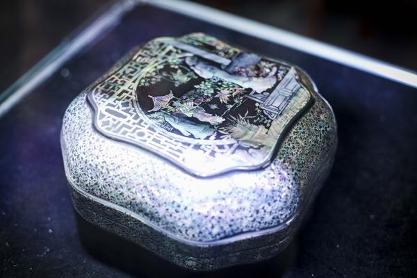 国家级非遗大师,象牙雕刻传承人李春珂表示,首创是第一家来做非遗资源