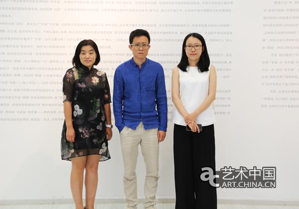 日本人体艺术420_新绎文化集团副总裁李晓菲(左),策展人杭春晓(中)与艺术家李婷婷(右)