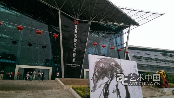 北京尤伦斯美术馆讨论会,浙江美术馆讨论会,广州美院讨论会等,给人们图片